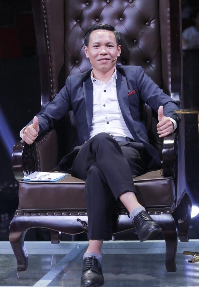 """Thí sinh Nguyễn Việt Hồ đưa ra quan điểm của mình về """"một ngày mới"""". Theo anh, muốn chuẩn bị 1 cái mới thì phải lo tốt cái cũ, phải chuẩn bị từ hôm nay mới có được ngày mai."""