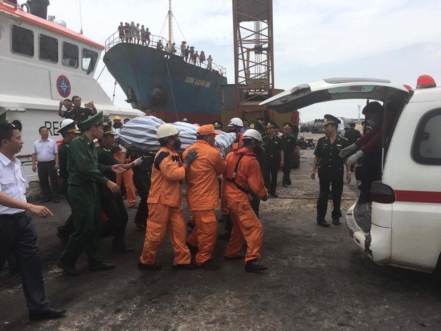 Huy động flycam tìm kiếm 2 thuyền viên vụ chìm tàu chở than - 5