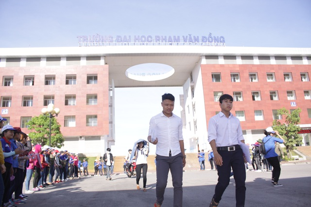 Thí sinh ở Quảng Ngãi tham dự kỳ thi THPT quốc gia 2017. (Ảnh: Hà Xuyên)
