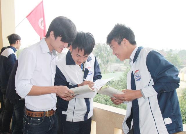 Ngoài việc hoàn tất hồ sơ đăng kí dự thi để nộp về Sở GD&ĐT, các trường THPT tại Nghệ An đang gấp rút tổ chức ôn thi cho học sinh