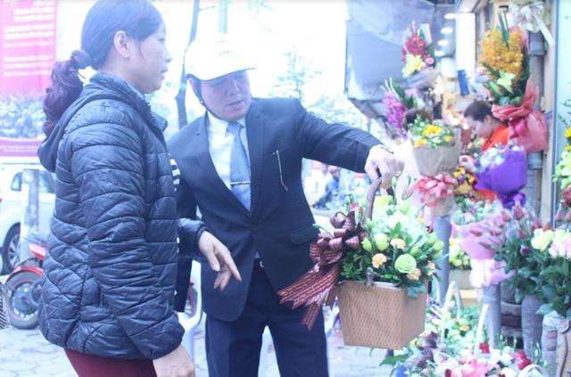 Khách hàng đến mua hoa sớm tránh được tình trạng đông đúc