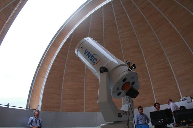 Kính thiên văn hiện đại bậc nhất Việt Nam được sử dụng tại đài thiên văn Nha Trang.