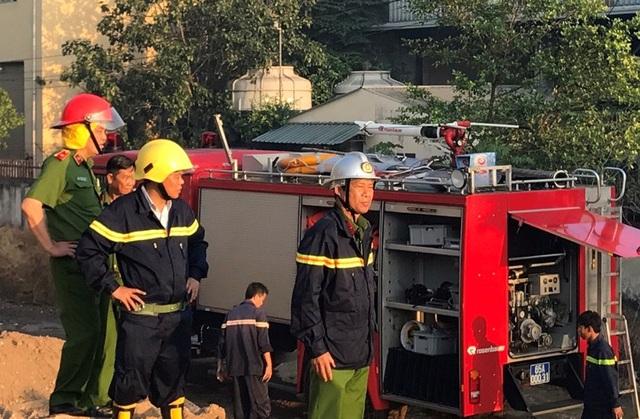 Thiếu tướng Đỗ Minh Dũng có mặt tại hiện trường để đạo lực lượng chữa cháy.