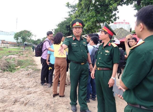 Thiếu tướng Ngô Tuấn Nghĩa kiến nghị với lãnh đạo Tổng Cục Chính trị Quân đội nhân dân Việt Nam về những khó khăn trong công tác khảo sát (ảnh Quốc Anh)