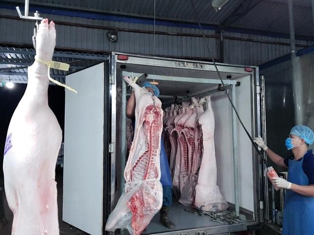 Các sản phẩm thịt heo tại các trung tâm MM được vận chuyển bằng xe tải chuyên dụng đảm bảo nhiệt độ trong khoảng từ 2-4 độ C.