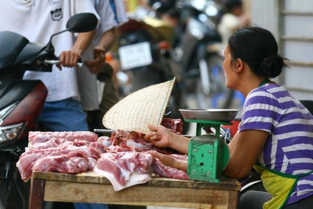 Chỉ số giá tiêu dùng giảm một phần nguyên nhân là do giá thịt lợn xuất chuồng, thịt lợn giết mổ giảm (ảnh minh hoạ)