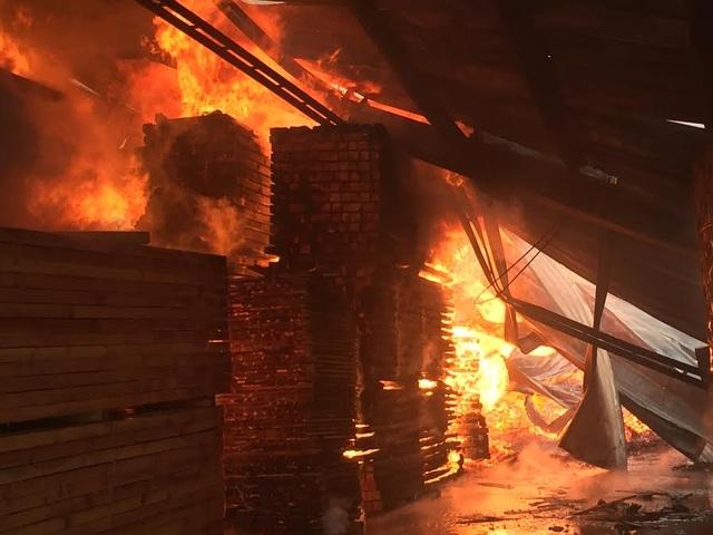 Hiện trường vụ cháy công ty Nam Á