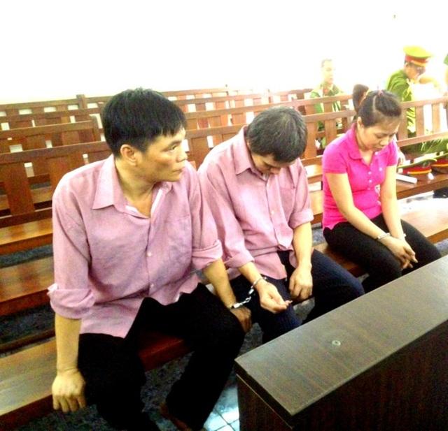 Các bị cáo đã 'thoát' truy cứu hành vi mua bán dụng cụ kích dục vì không có văn bản 'quy tội'. Ảnh: Tân Châu