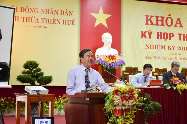 Ông Lê Hữu Minh, Quyền Giám đốc Sở Du lịch tỉnh Thừa Thiên Huế trả lời chất vấn (ảnh: Báo Thừa Thiên Huế)
