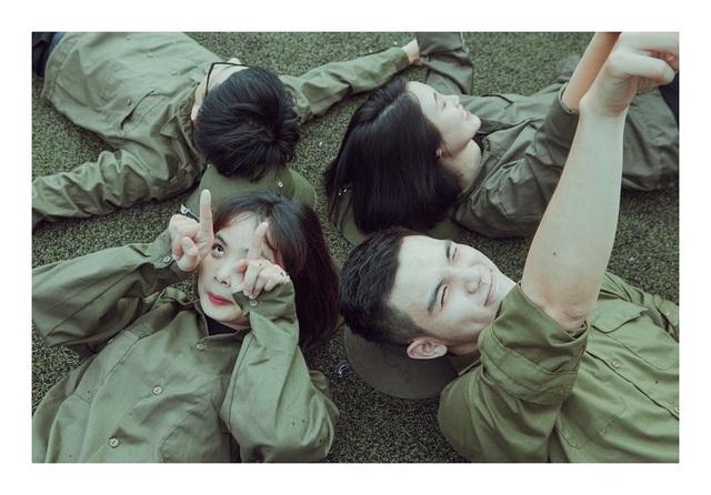 Đã là một đội thì đi đâu cũng phải có nhau, từ những lần học quân sự nắng nóng mình cùng trốn học đi ăn chè.