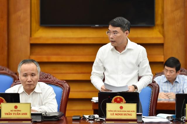 Thống đốc NHNN Lê Minh Hưng trình bày dự luật Hỗ trợ tái cơ cấu các tổ chức tín dụng và xử lý nợ xấu.