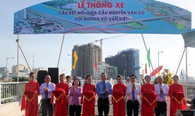 Lãnh đạo TPHCM dự lễ thông xe 2 nhánh cầu Nguyễn Văn Cừ