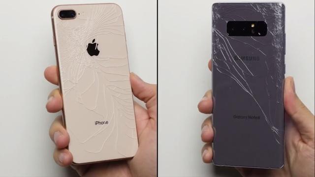 Cả iPhone 8 Plus lẫn Galaxy Note8 đều bị hư hại nghiêm trọng ở mặt lưng sau bài thử nghiệm đầu tiên