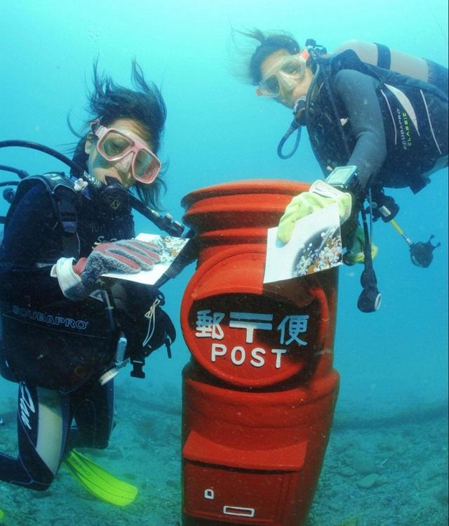 Đi khắp thế giới xem những hòm thư nằm dưới nước siêu độc đáo - 2