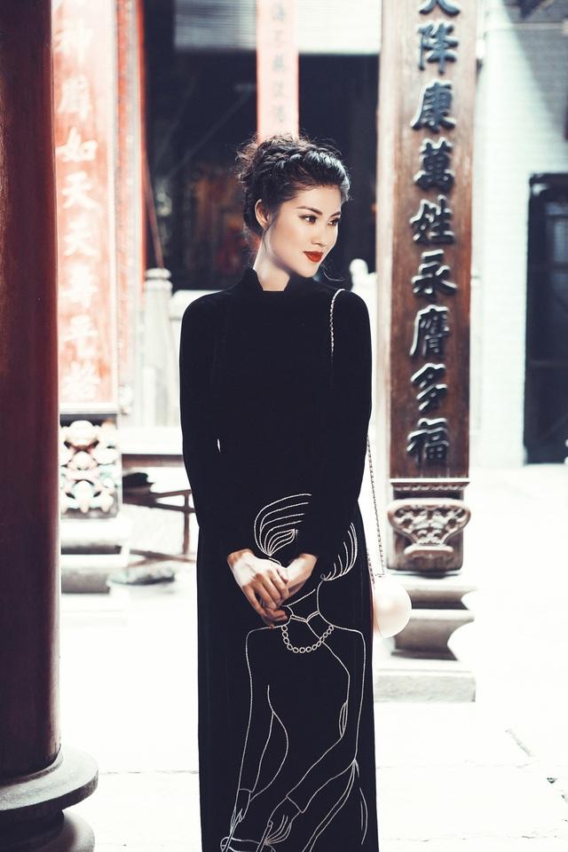 """Siêu người mẫu Thu Hằng cũng từng """"vượt mặt"""" Hồ Ngọc Hà để đạt giải Vàng """"Tìm kiếm người mẫu thời trang châu Á (tiền thân của cuộc thi """"Siêu mẫu Việt Nam"""")."""