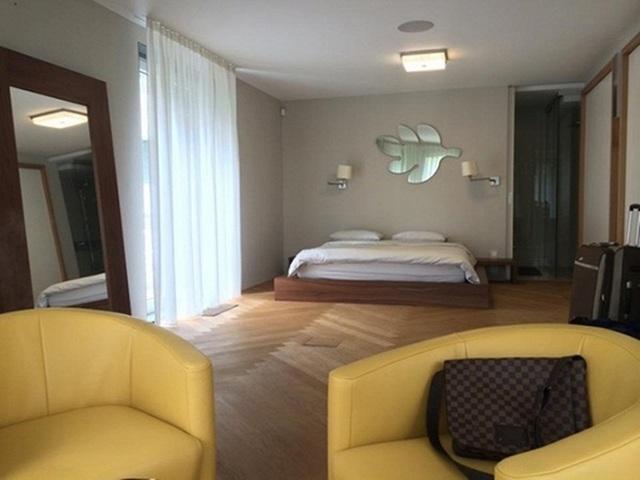Phòng ngủ đơn giản, trang nhã mà sang trọng.