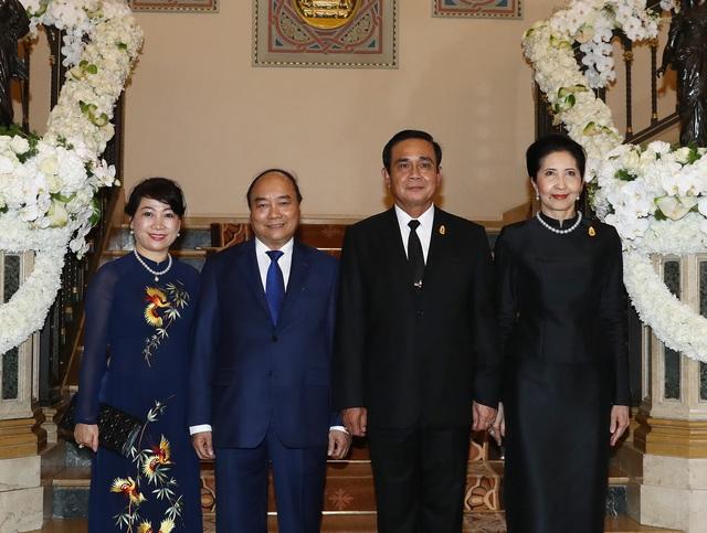 Thủ tướng và Phu nhân hai nước trong ngày đầu thăm chính thức
