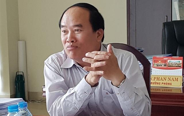 Ông Phan Nam, Trưởng phòng GD-ĐT TP Huế trao đổi với PV Dân trí về việc dự định thu tiền trái tuyến vào các trường ở Huế.