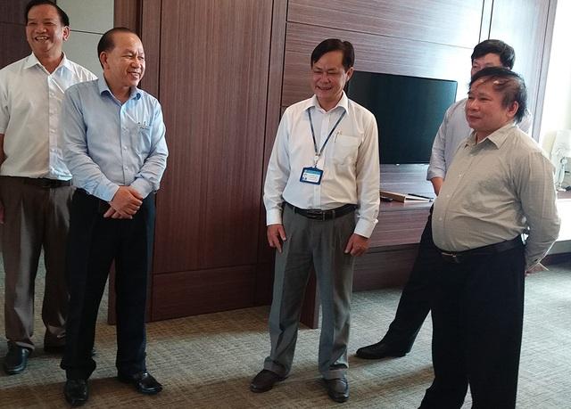 Thứ trưởng Bùi Văn Ga kiểm tra khu vực in sao đề thi của tỉnh Đồng Nai