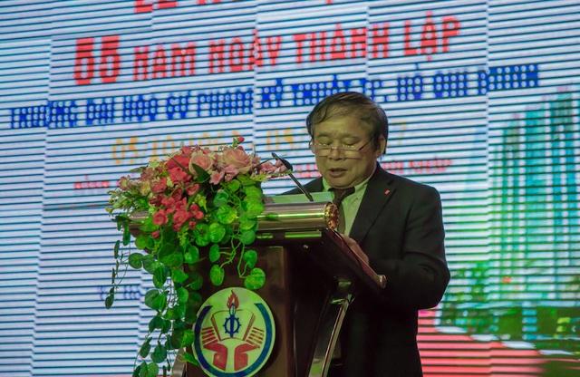 Thứ trưởng Bộ GD-ĐT Bùi Văn Ga phát biểu tại lễ kỷ niệm 55 năm thành lập trường ĐH Sư phạm Kỹ thuật TP.HCM