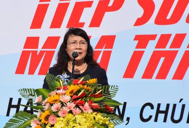 """Thứ trưởng Nguyễn Thị Nghĩa phát biểu tại Lễ ra quân chương trình """"Tiếp sức mùa thi"""" năm 2017."""
