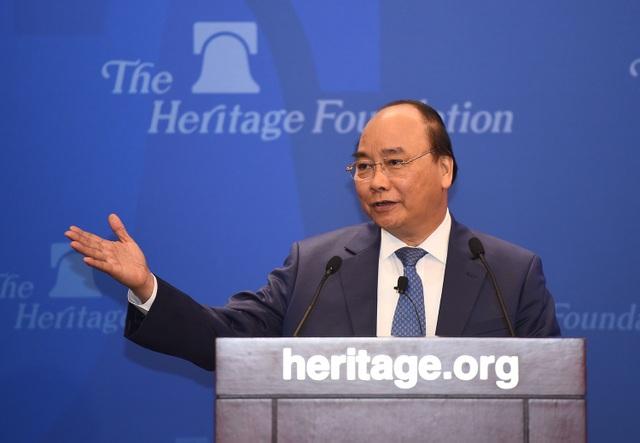 Cũng trong ngày 31/5 giờ Mỹ, Thủ tướng Nguyễn Xuân Phúc đã đến thăm Viện Di sản (Heritage Foundation) - tổ chức uy tín hàng đầu trên thế giới về nghiên cứu chiến lược độc lập và có tầm ảnh hưởng quan trọng đến tiến trình hoạch định, thực thi chính sách của Mỹ và nhiều vấn đề quốc tế. (Ảnh: VGP/Quang Hiếu)