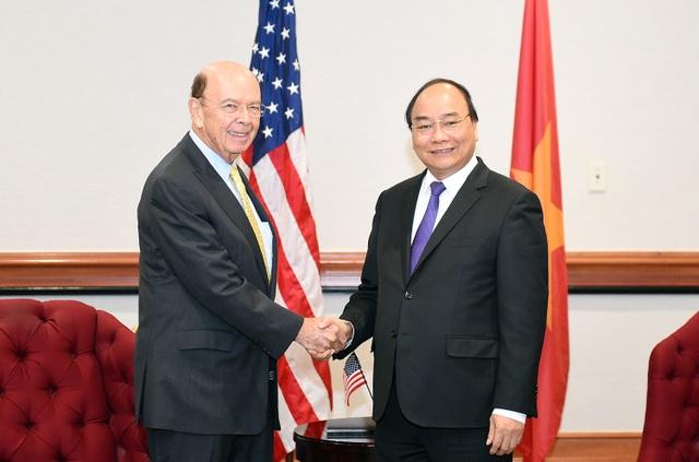 Tại Washington, Thủ tướng Nguyễn Xuân Phúc đã tiếp Bộ trưởng Thương mại Mỹ Wilbur Ross ngày 31/5 (Ảnh: VGP/Quang Hiếu)
