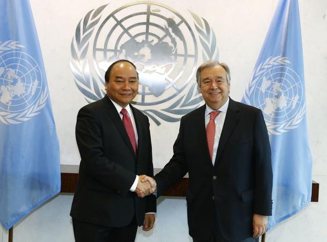 Trước khi tới thủ đô Washington, Thủ tướng đã tham dự nhiều hoạt động tại thành phố New York, trong đó có chuyến thăm trụ sở Liên Hợp Quốc và hội đàm với Tổng Thư ký Liên Hợp Quốc Antonio Guterres. (Ảnh: VGP/Quang Hiếu)