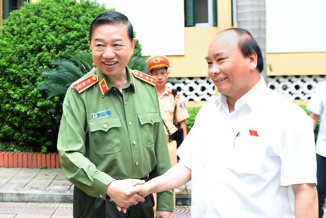 Thủ tướng và Bộ trưởng Công an Tô Lâm.