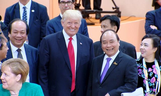 Thủ tướng Nguyễn Xuân Phúc và Tổng thống Donald Trump bên lề Hội nghị G20. Tổng thống Donald Trump khẳng định sẽ đến thăm Việt Nam và dự Hội nghị cấp cao APEC vào tháng 11/2017 (ảnh: VGP)