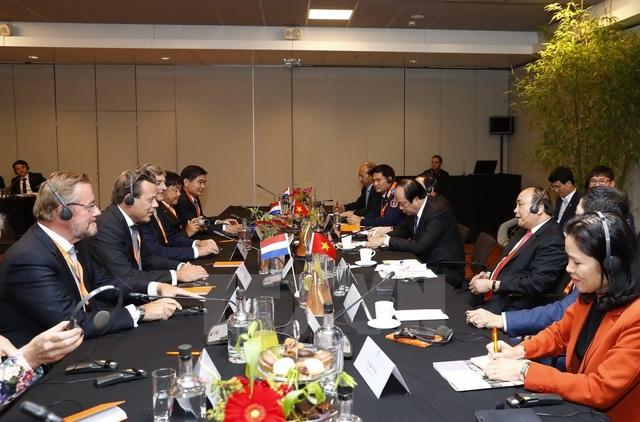 Thủ tướng Nguyễn Xuân Phúc gặp gỡ các doanh nghiệp hàng đầu Hà Lan (ảnh: TTXVN)