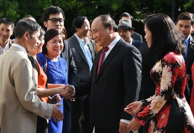 Thủ tướng Nguyễn Xuân Phúc gặp gỡ bà con người Việt tại Hà Lan (ảnh: VGP)