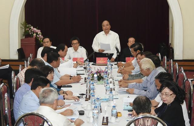 Thủ tướng chia sẻ với những khó khăn của Liên hiệp các hội Văn hoá nghệ thuật Việt Nam.