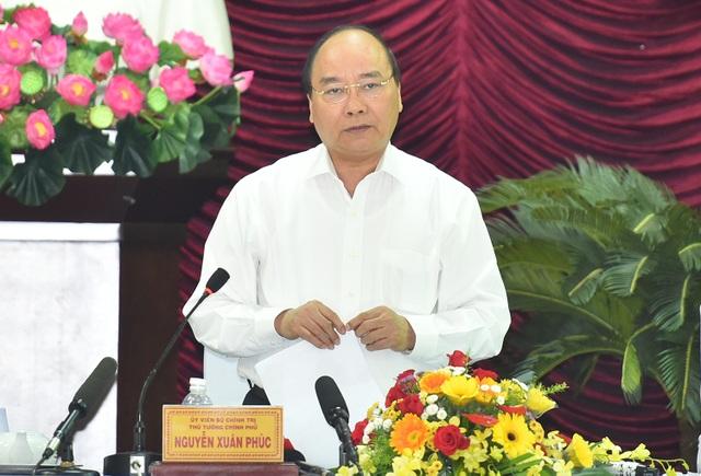 Thủ tướng: Tập trung xây dựng và phát triển huyện đảo Phú Quý thành pháo đài vững chắc bảo vệ chủ quyền biển đảo Việt Nam.