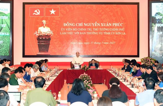 Tỉnh Sơn La đề nghị Chính phủ cho phép tỉnh được đầu tư các dự án điện mặt trời trên các lòng hồ thủy điện Sơn La và Hoà Bình.