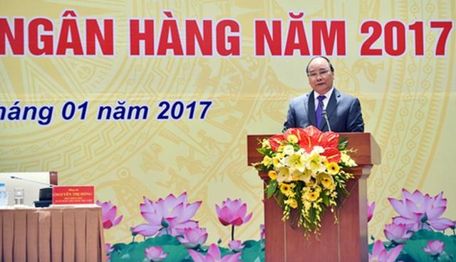 Thủ tướng đánh giá cao phản ứng chính sách của NHNN trong năm 2016. Ảnh: VGP/Nhật Bắc