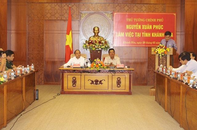 Thủ tướng Nguyễn Xuân Phúc cùng đoàn công tác đã có buổi làm việc với lãnh đạo tỉnh Khánh Hòa, chiều 28/2 - Ảnh: Viết Hảo