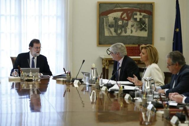 Thủ tướng Tây Ban Nha Mariano Rajoy tại phiên họp nội các ngày 21/10. (Ảnh: Reuters)