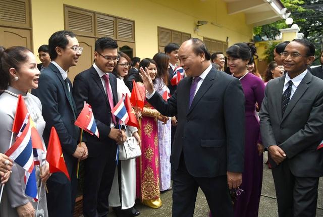 Thủ tướng thăm Đại sứ quán Việt Nam và gặp gỡ cộng đồng người Việt tại Thái Lan