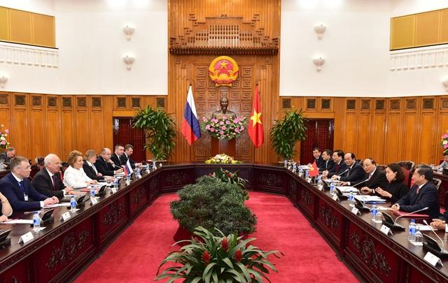 Thủ tướng Nguyễn Xuân Phúc tiếp Chủ tịch Hội đồng Liên bang Nga.