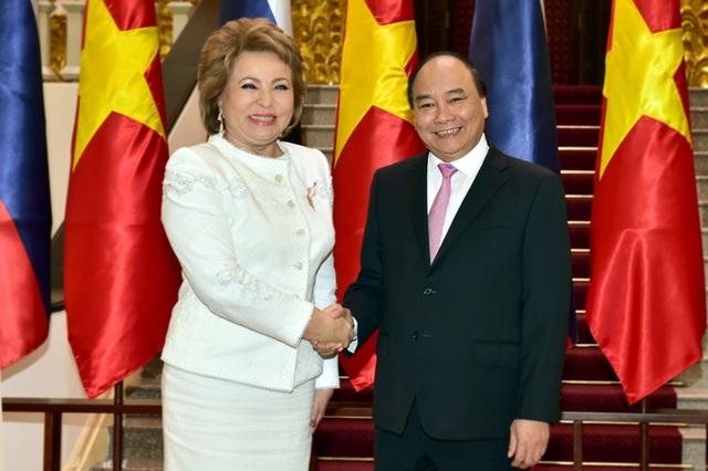 Thủ tướng Nguyễn Xuân Phúc và Chủ tịch Hội đồng Liên bang Nga, bà Valentina Ivanovna Matviyenko.
