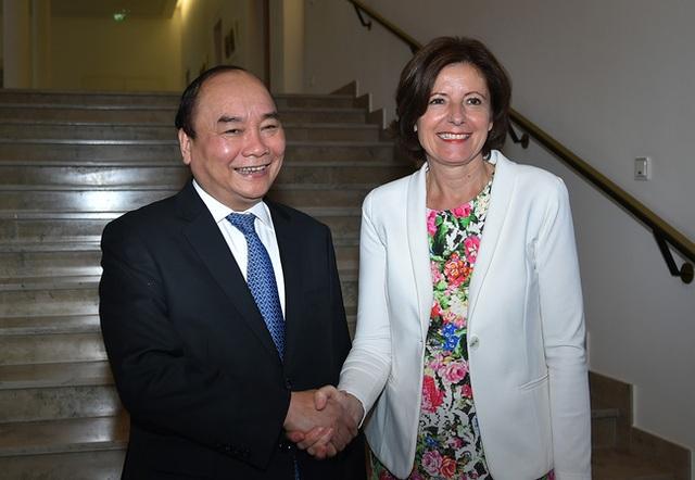 Thủ tướng có cuộc làm việc với bà Malu Drayer - Chủ tịch Hội đồng Liên bang Đức, kiêm Thủ hiến bang Rheinland-Pfalz (ảnh: VGP)
