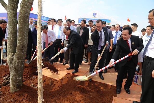 Thủ tướng Nguyễn Xuân Phúc cũng hoan nghênh việc trồng cây khi tình hình biến đổi khí hậu đang ảnh hưởng đến đất nước ta