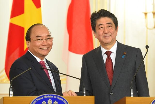Trong cuộc hội đàm, hai nhà lãnh đạo nhất trí cao về những phương hướng lớn và các biện pháp cụ thể để đưa quan hệ đối tác chiến lược sâu rộng Việt Nam - Nhật Bản phát triển toàn diện, thực chất, hiệu quả hơn nữa trong thời gian tới (ảnh: VGP)