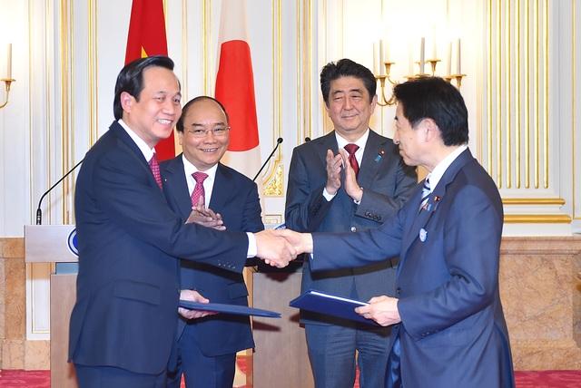 Hai Thủ tướng chứng kiến lễ trao đổi các văn kiện giữa các cơ quan của hai nước (ảnh: VGP)