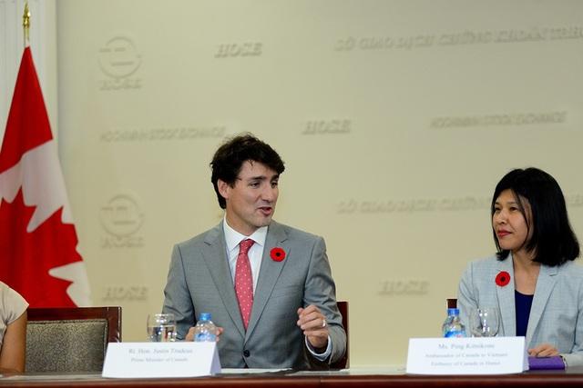 Thủ tướng Canada đề nghị hai nước cần phát huy những lợi thế đã đạt được đồng thời tiếp tục tìm kiếm những cơ hội mới, cùng giải quyết những thách thức. Hãy biến thách thức thành cơ hội cho người dân 2 nước và cộng đồng quốc tế.