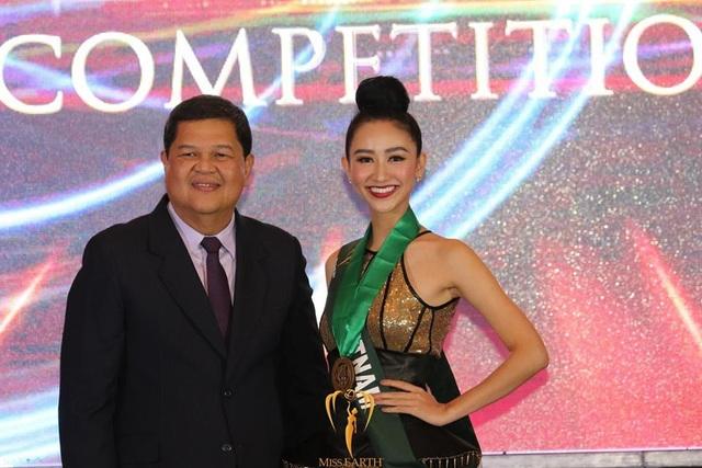 Hà Thu đã có 3 huy chương vàng và 2 huy chương đồng tại Hoa hậu Trái đất 2017 và là một trong những đại diện xuất sắc nhất của Việt Nam tại các kỳ Hoa hậu Trái đất.