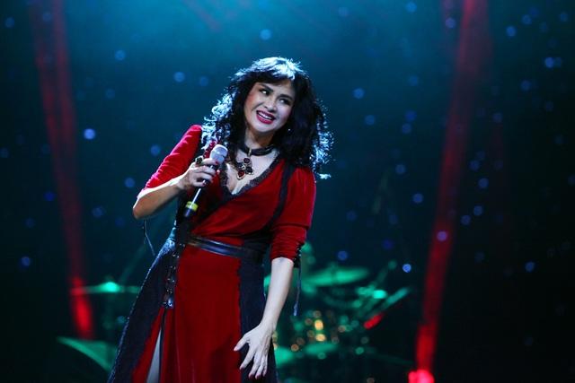 Diva Thanh Lam đẹp rực rỡ trên sân khấu.