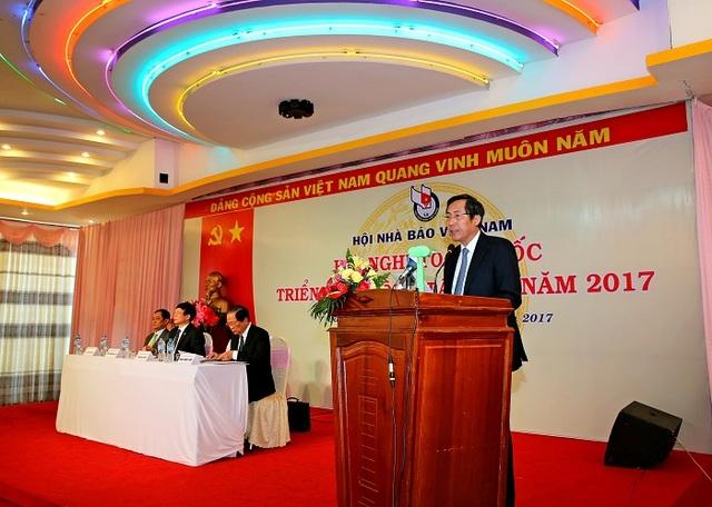 Uỷ viên TƯ Đảng, TBT Báo Nhân Dân, Chủ tịch HNBVN Thuận Hữu phát biểu tại hội nghị (Ảnh: Báo Công luận)