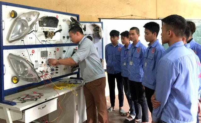 Thực hành tại Trường Trung cấp cơ khí I Hà Nội (ảnh: Kim Hồng Hưng)